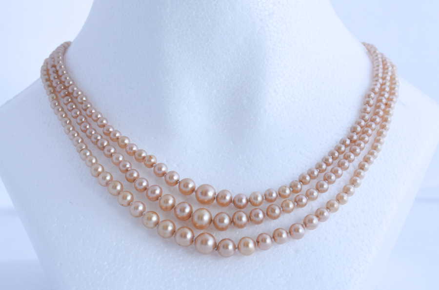 & 1950u0027s Rose-Beige 3 Strand Costume Pearl Necklace | Twentieth Century